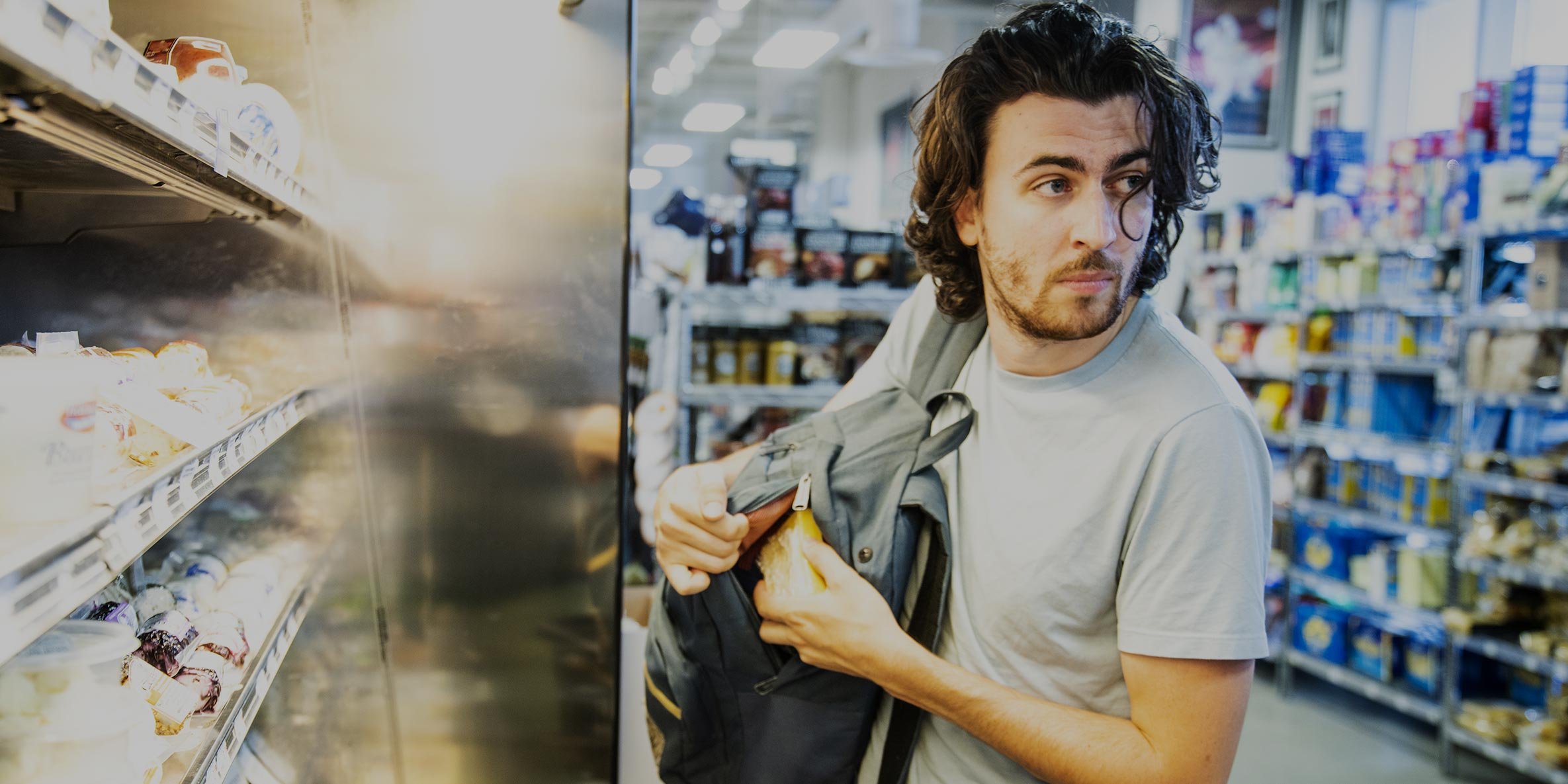 5 Signs of a Shoplifter